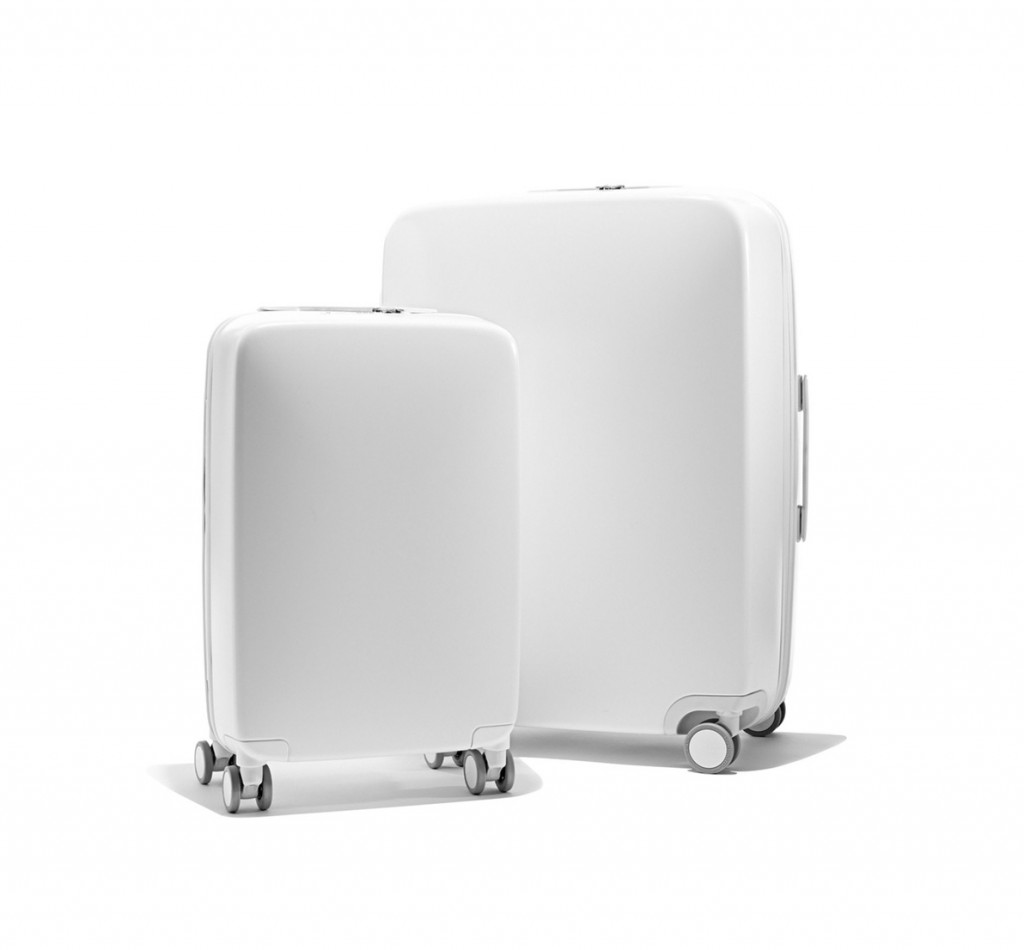 Raden smart luggage in white