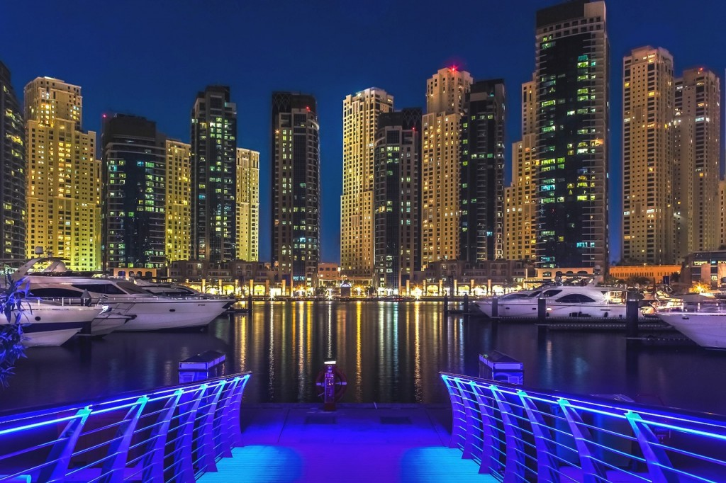DIBS Dubai International Boat Show Yachts Water at night Skyscrapers
