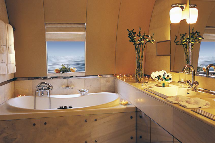 Superyacht bathroom PureSpace Yachts Inter-Nett cleaning